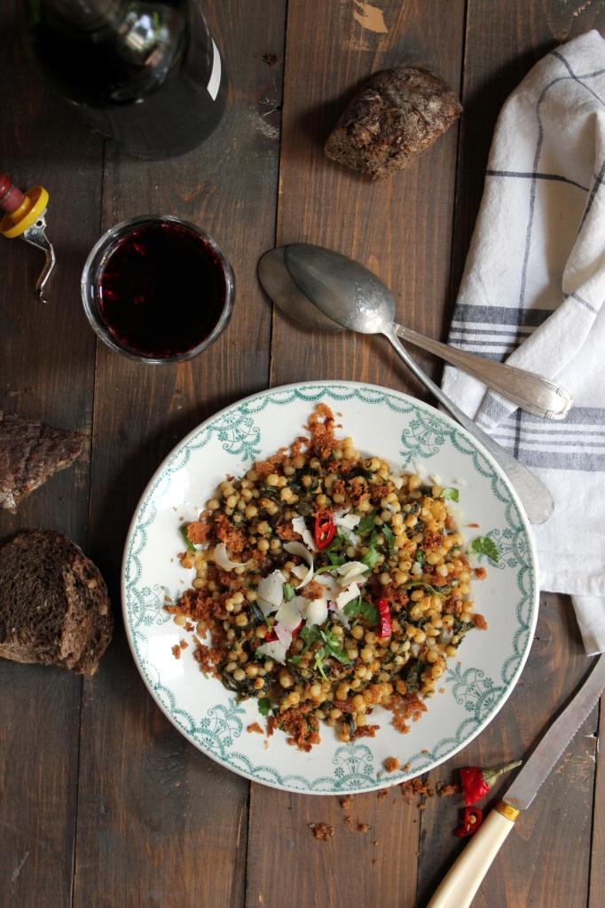 6_Fregola risottata alle acciughe, capperi e spinaci con briciole piccanti