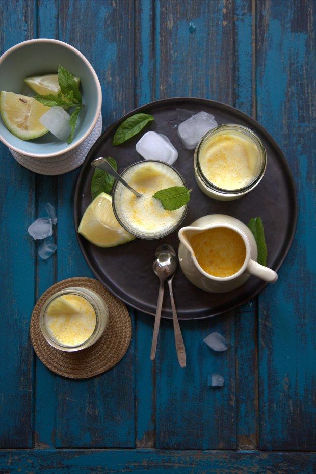 Lassi lait d'amande, ananas, mente et curcuma