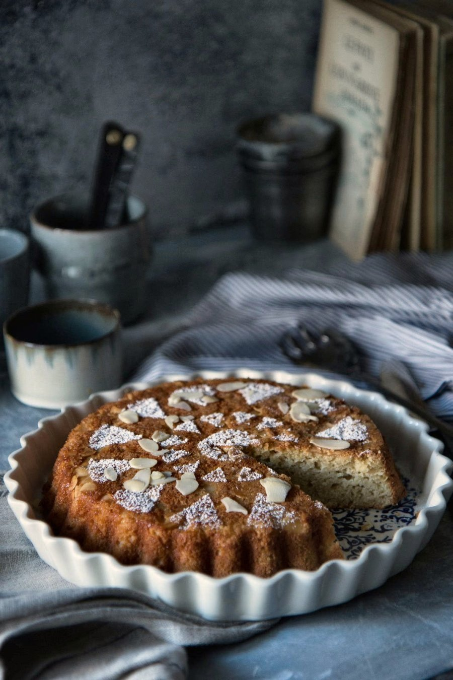 Apple and Almond cake misure medie